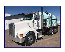 2006 Peterbilt 385 with 3,150 Gallon Poly Water Tank Assembly on Flatbed